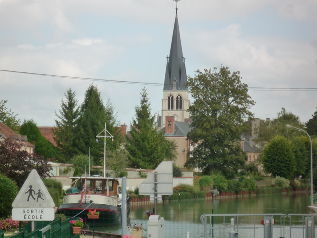 Moored at Tours sur Marne