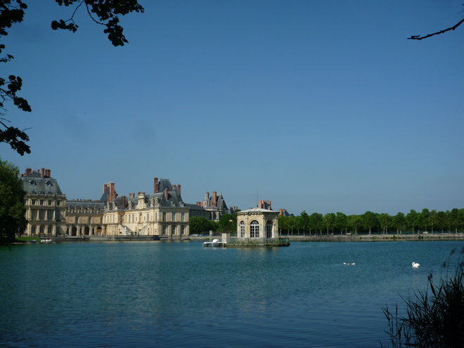 Fontainebleau view across the lake